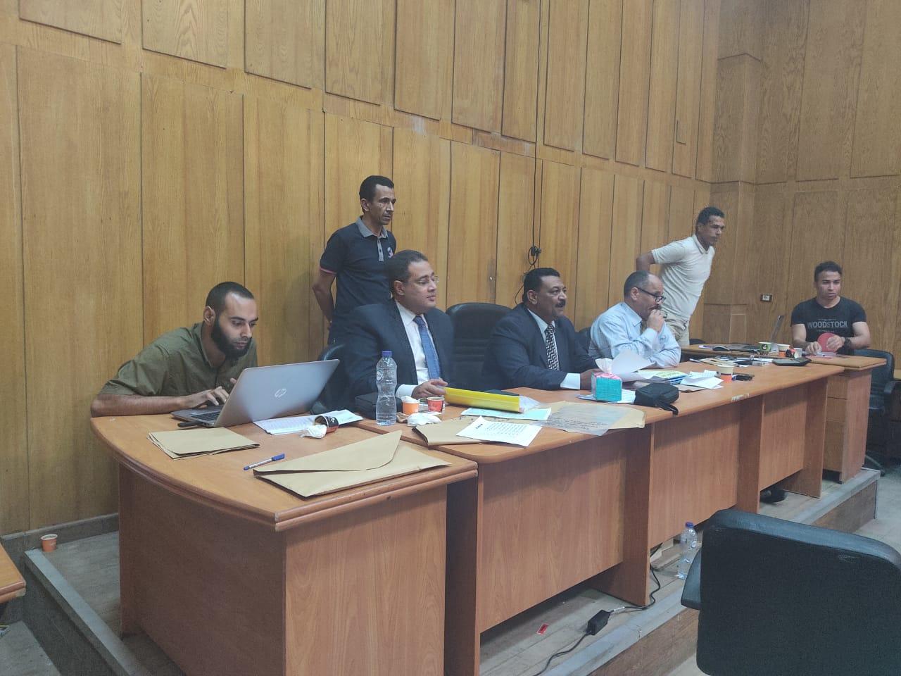 صور اللجنة العامة بإسنا خلال اعلان النتيجة (3)