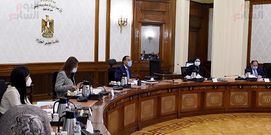 رئيس الوزراء يجتمع بمجلس ادارة جهاز تنمية المشروعات المتوسطة والصغيرة (1)