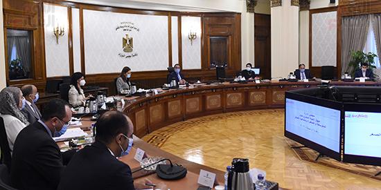 رئيس الوزراء يجتمع بمجلس ادارة جهاز تنمية المشروعات المتوسطة والصغيرة (4)