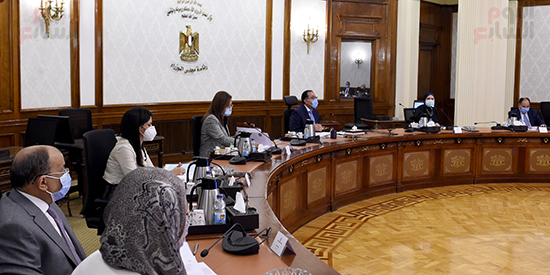 رئيس الوزراء يجتمع بمجلس ادارة جهاز تنمية المشروعات المتوسطة والصغيرة (2)