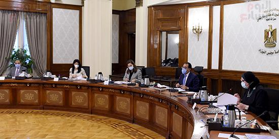 رئيس الوزراء يجتمع بمجلس ادارة جهاز تنمية المشروعات المتوسطة والصغيرة (3)