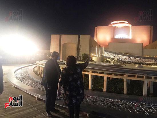 وزيرة الثقافة تتفقد مسرح النافورة الجديد