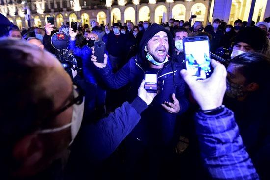 مشاركين في مظاهرات ايطاليا