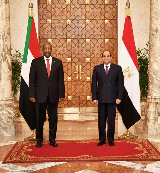 السيسي يستقبل رئيس مجلس السيادة السوداني (3)