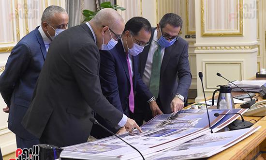 اجتماع متابعة ملفات عمل وزارة الإسكان (4)