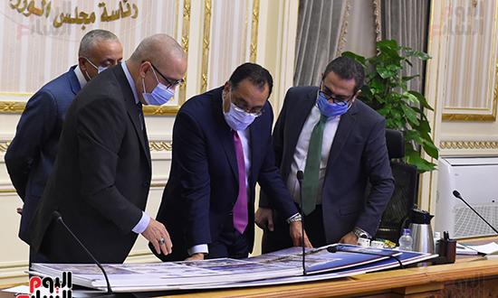 اجتماع متابعة ملفات عمل وزارة الإسكان (5)