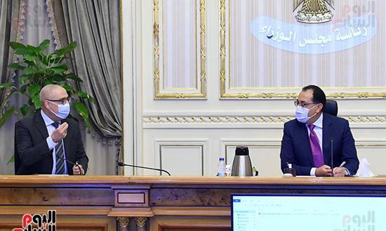 اجتماع متابعة ملفات عمل وزارة الإسكان (2)