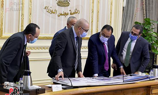 اجتماع متابعة ملفات عمل وزارة الإسكان (6)