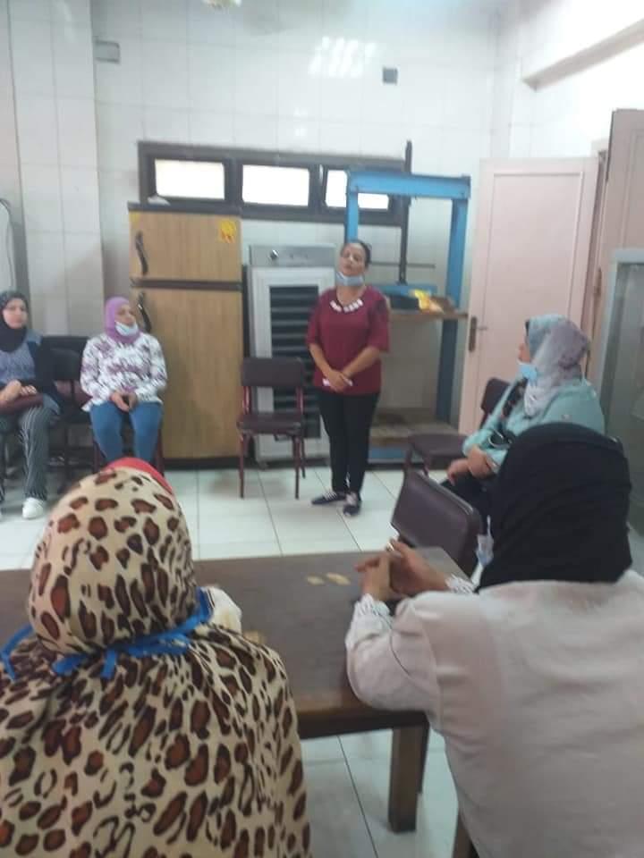 تدريب السيدات الريفيات على مراحل تصنيع منتجات الألبان (1)