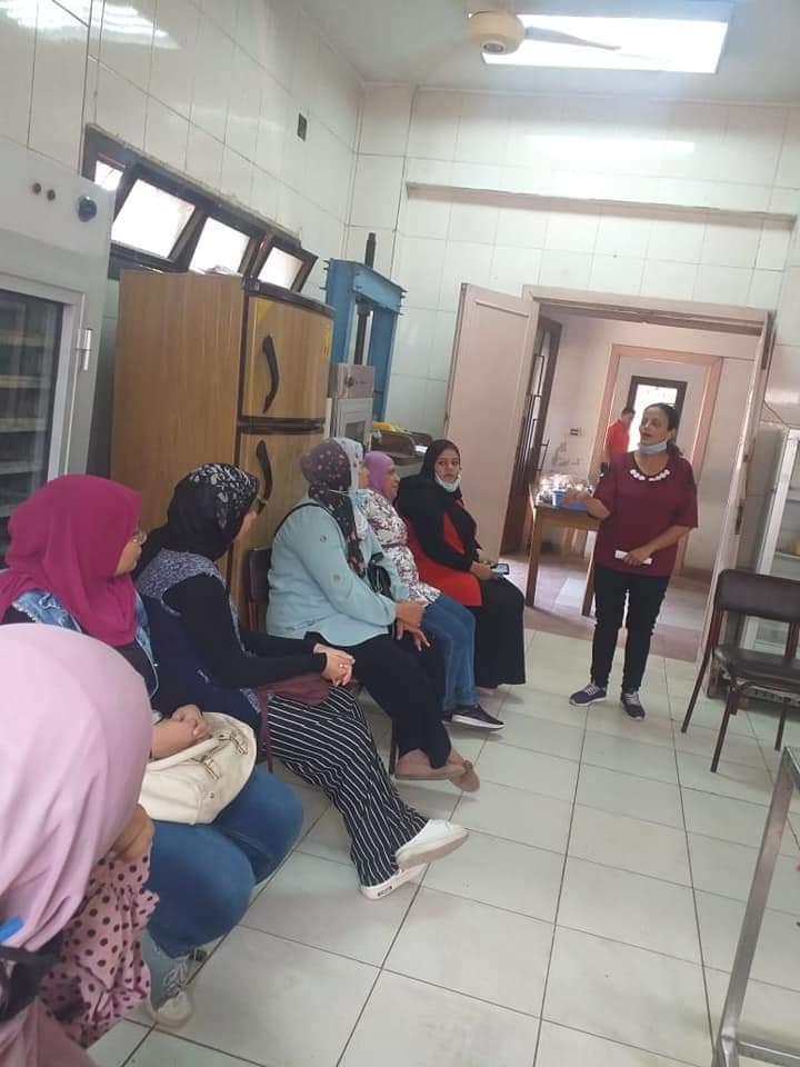 تدريب السيدات الريفيات على مراحل تصنيع منتجات الألبان (2)