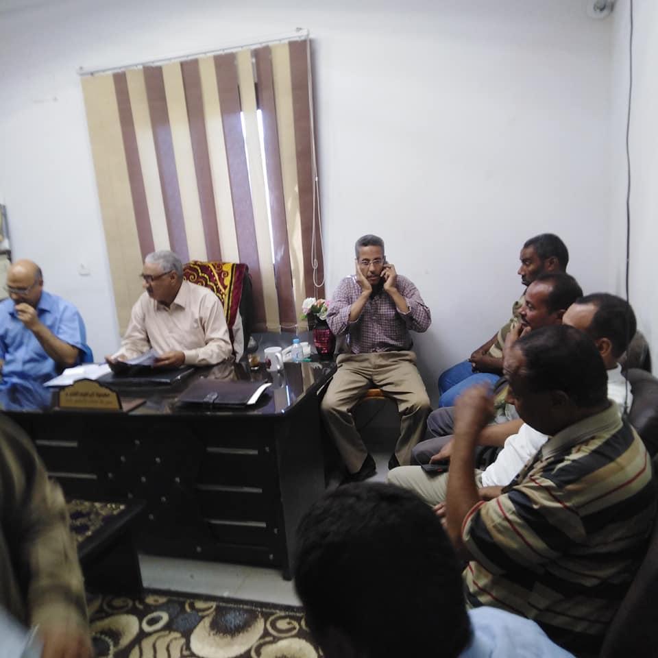 مدير تضامن إسنا يعقد إجتماع برؤساء الوحدات لشرح تعليمات تسليم الفيزات  (1)