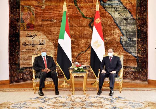 السيسي يستقبل رئيس مجلس السيادة السوداني (6)