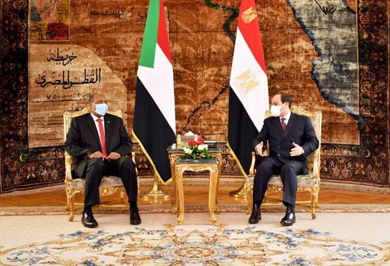 السيسي يستقبل رئيس مجلس السيادة السوداني (5)
