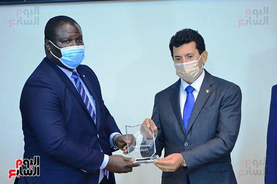 تكريم الدول الافريقية بالمركز الاولمبى (125)