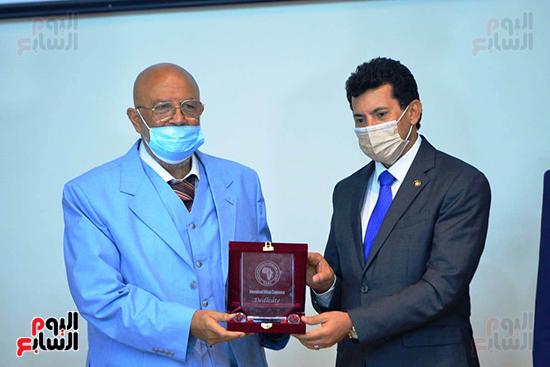 تكريم الدول الافريقية بالمركز الاولمبى (110)