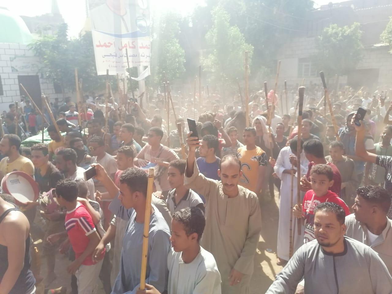 المئات من المسلمين والأقباط يحتفلون بالمولد النبوى (1)