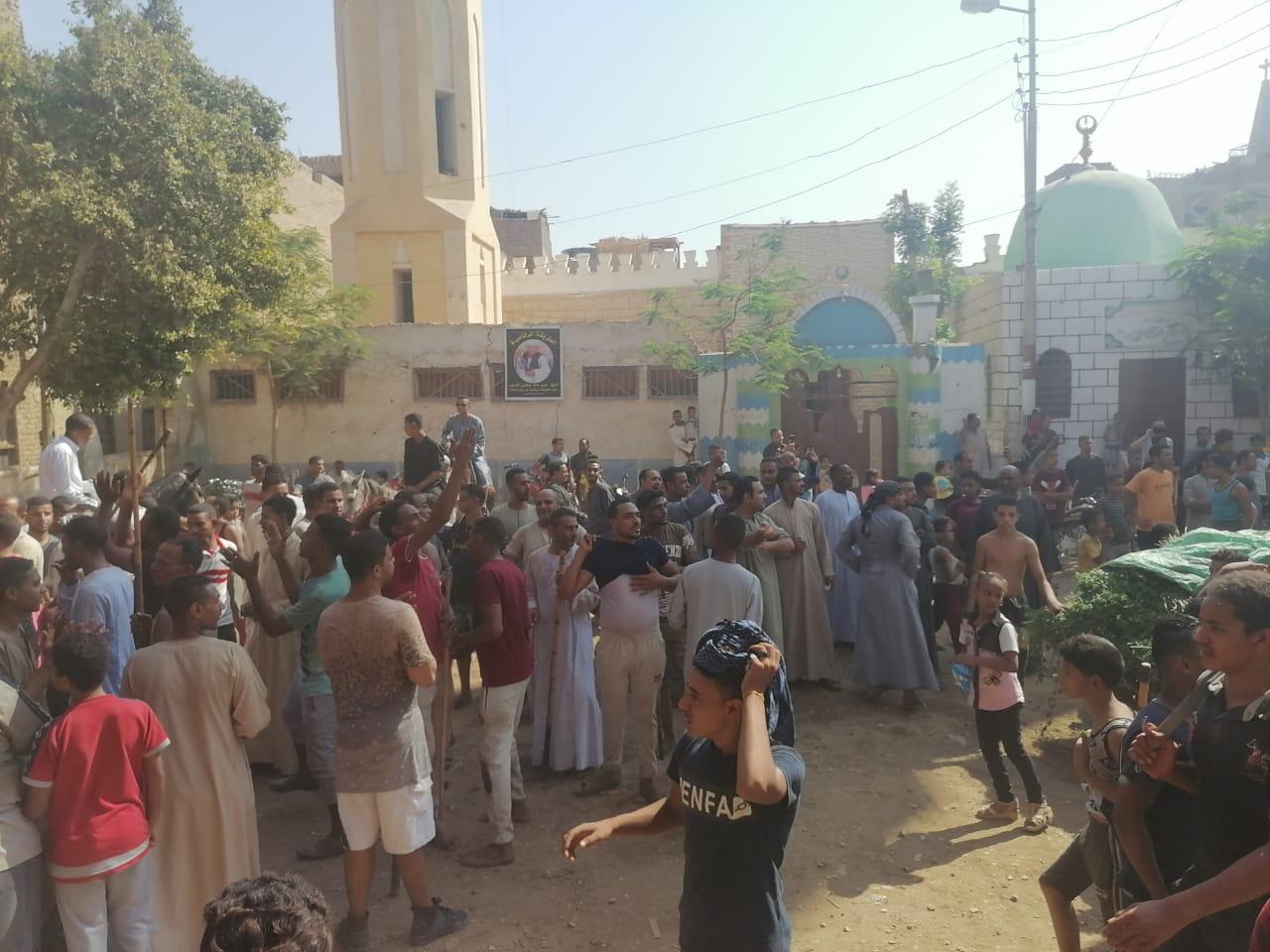 المئات من المسلمين والأقباط يحتفلون بالمولد النبوى (11)