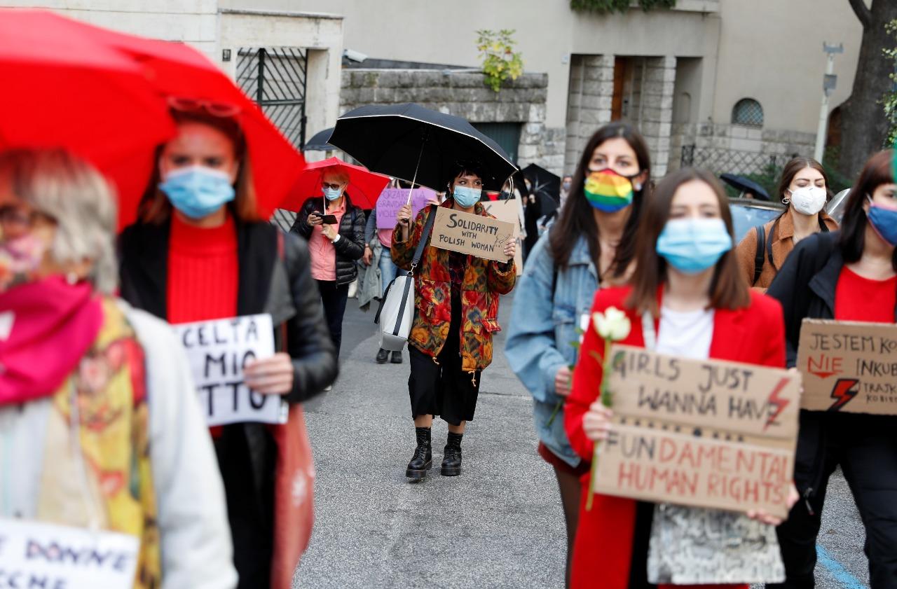 وقفة ضد قانون الإجهاض فى بولندا