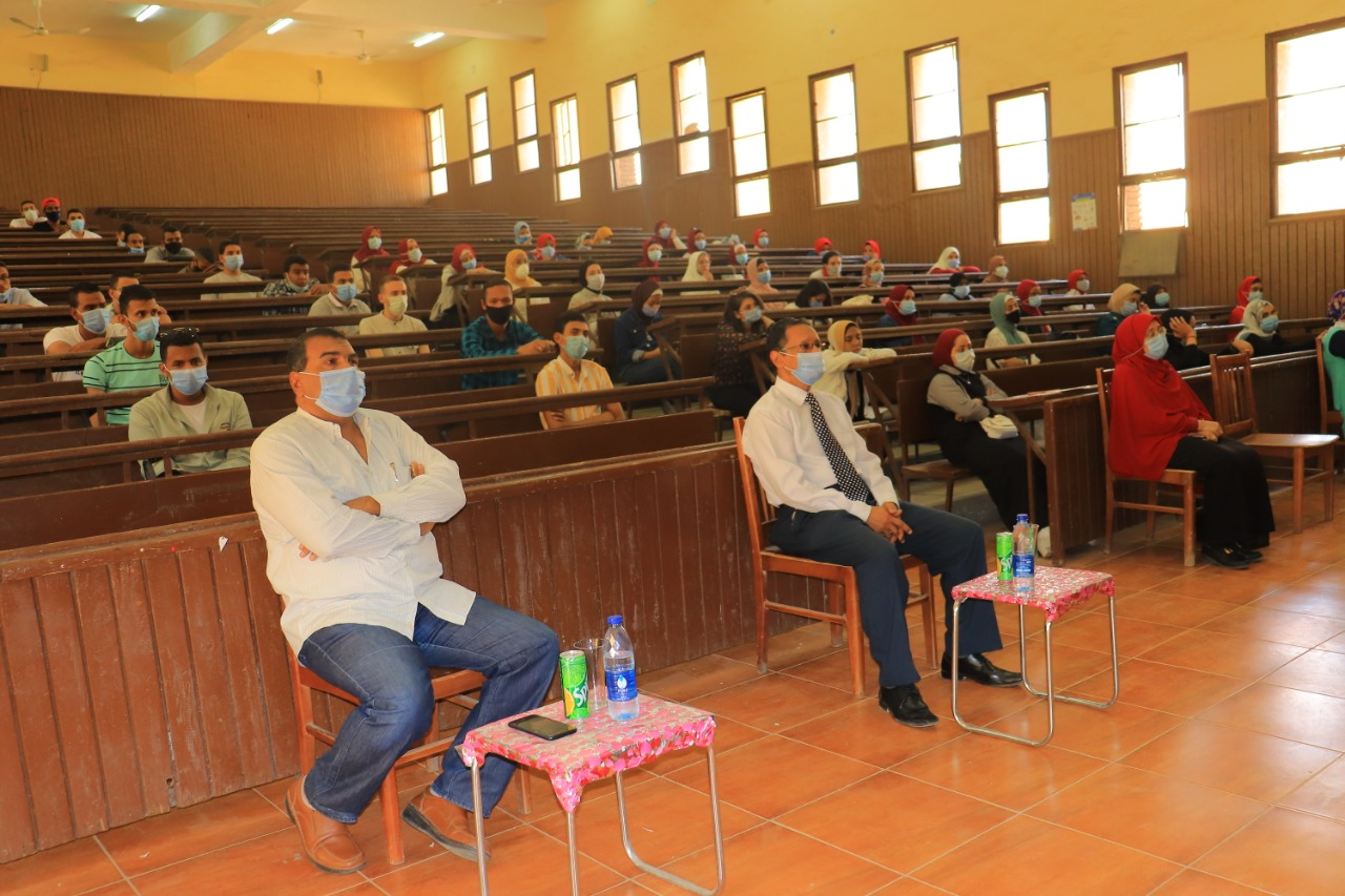 التوعية بخطورة كورونا داخل المعهد العالى للخدمة الاجتماعية بأسوان (3)
