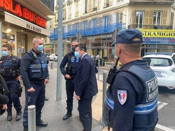رئيس بلدية نيس يلتقى رجال الأمن
