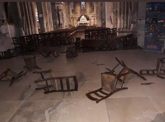 مكان الحادث داخل الكنيسة