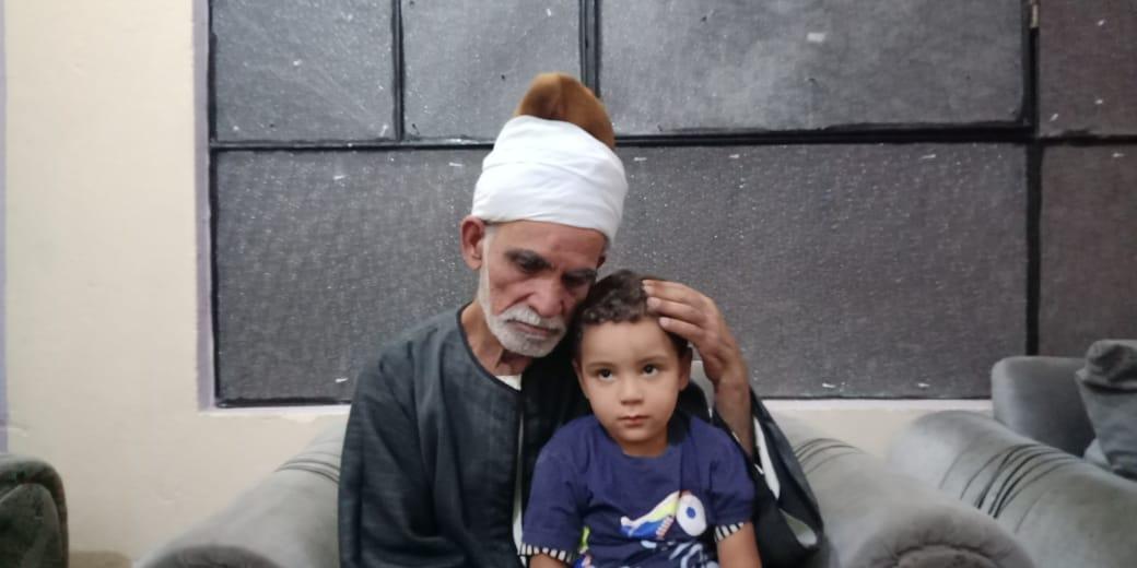 مروان شقيق رضيع طوخ المتوفى مع جده لأمه 1