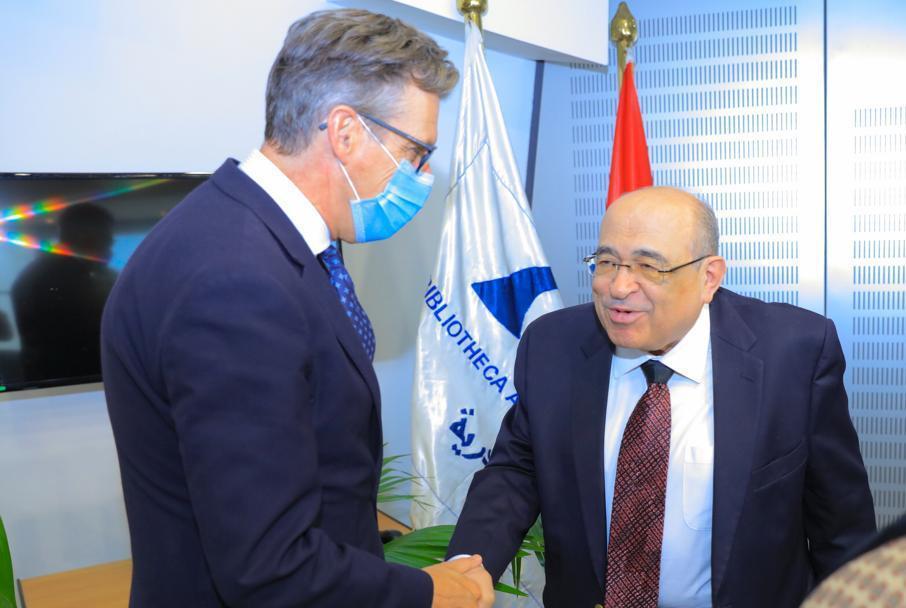 سفير بطانيا يزور مكتبة الاسكندرية (1)
