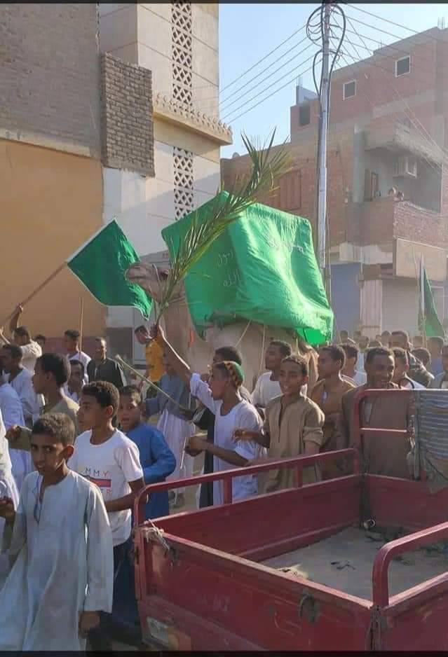 أهالى قرية الحلة بإسنا يحتفلون بالمولد النبوى بزفة وموكب على جمل  (2)