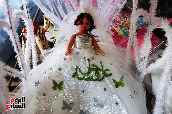 عروسه المولد بفستان الزفاف