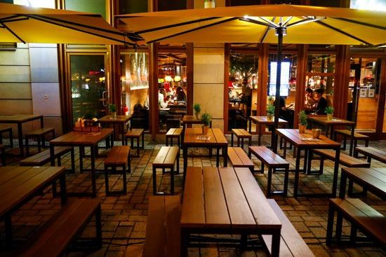 مقاعد شاغرة فى المطاعم