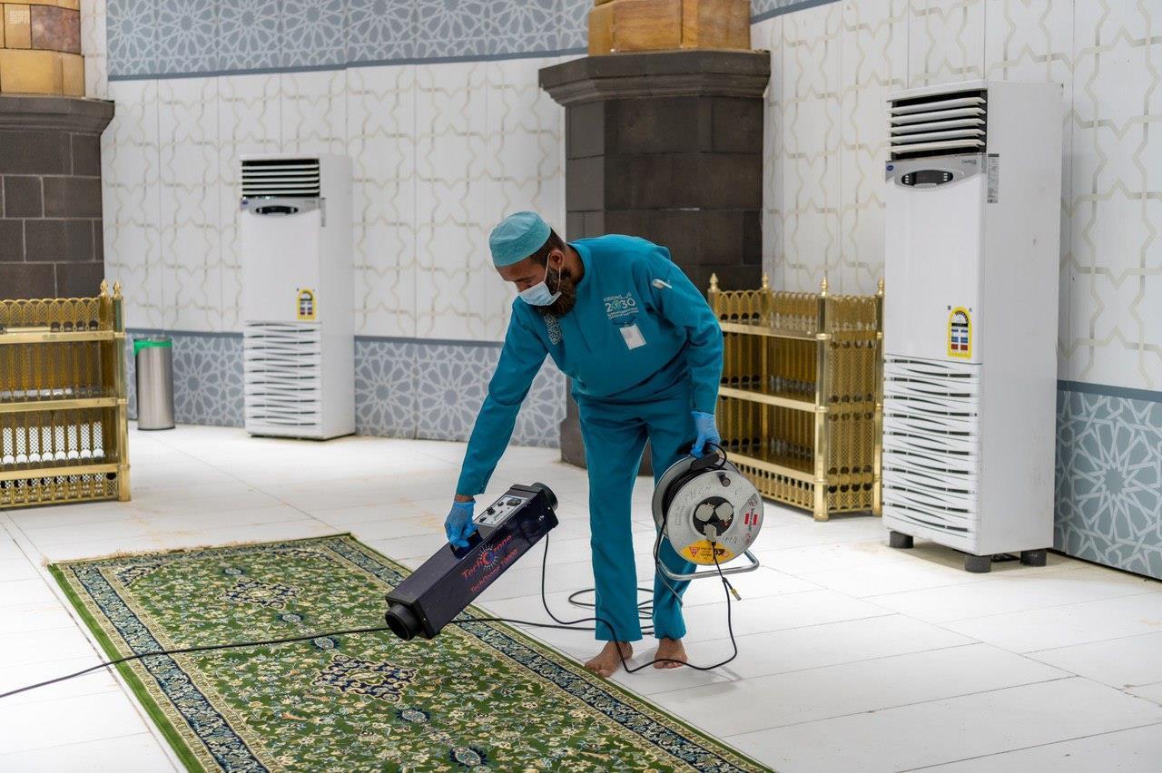 اعمال النظافة  بالمسجد الحرام