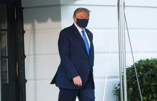لحظة خروج ترامب من البيت الأبيض فى طريقه إلى الهليكوبتر