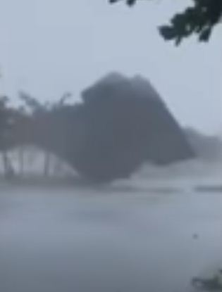 اعصار مولاف فى فيتنام