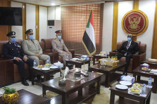 الفريق محمد فريد يجرى مباحثات التعاون المشترك في الخرطوم (2)