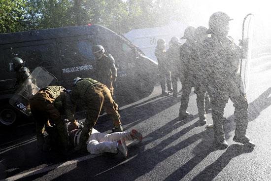 أعمال عنف وشغب مع الأمن فى تشيلى (2)