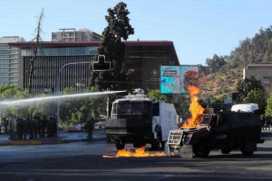 أعمال عنف وشغب مع الأمن فى تشيلى (1)
