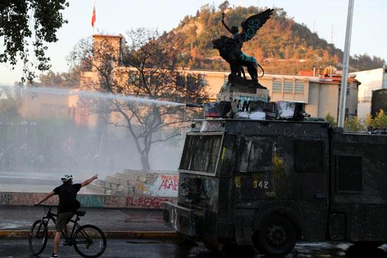 أعمال عنف وشغب مع الأمن فى تشيلى (6)
