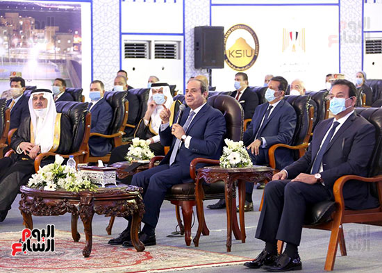 الرئيس السيسي يتفقد جامعة الملك سلمان (7)