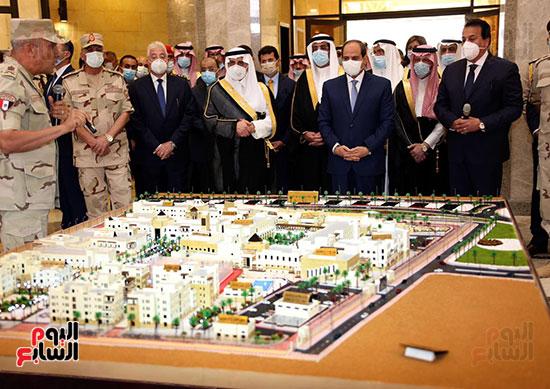 الرئيس السيسي يتفقد جامعة الملك سلمان (15)