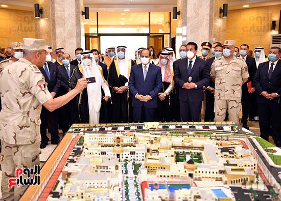 الرئيس السيسي يتفقد جامعة الملك سلمان (21)