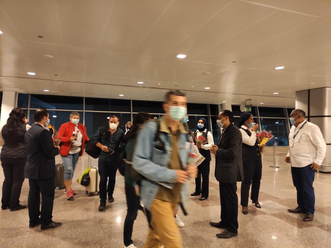 مطار الغردقة الدولى يستقبل أولى الرحلات الفرنسية  (6)