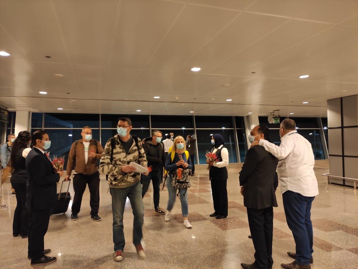 مطار الغردقة الدولى يستقبل أولى الرحلات الفرنسية  (5)