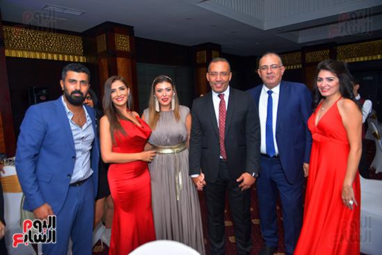 خالد صلاح وشريهان أبو الحسن وحسام صالح وزوجته ومحمد سامى ومي عمر