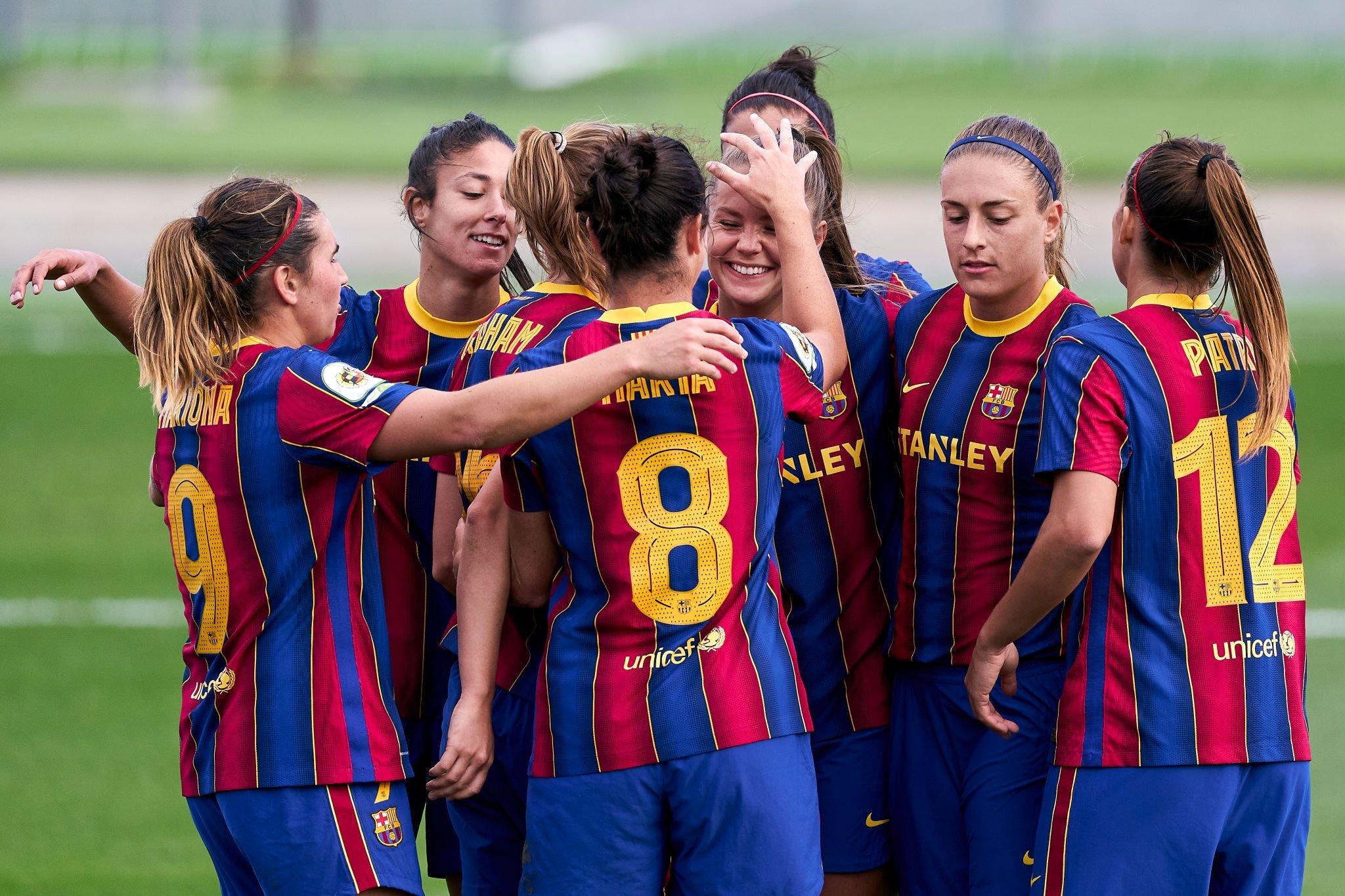 احتفال لاعبات برشلونة
