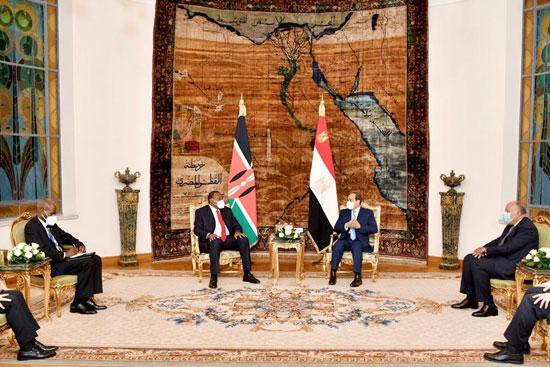 الرئيس عبد الفتاح السيسي و أوهورو كينياتا رئيس دولة كينيا (7)