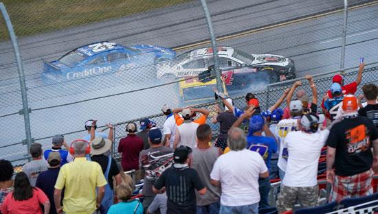 2020-10-04T231418Z_2056421374_NOCID_RTRMADP_3_NASCAR-YELLAWOOD-500-(1)