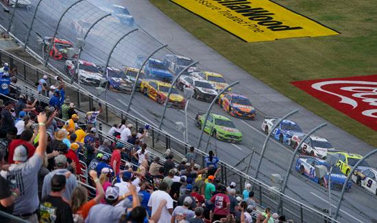 2020-10-04T231312Z_1518311219_NOCID_RTRMADP_3_NASCAR-YELLAWOOD-500-(1)