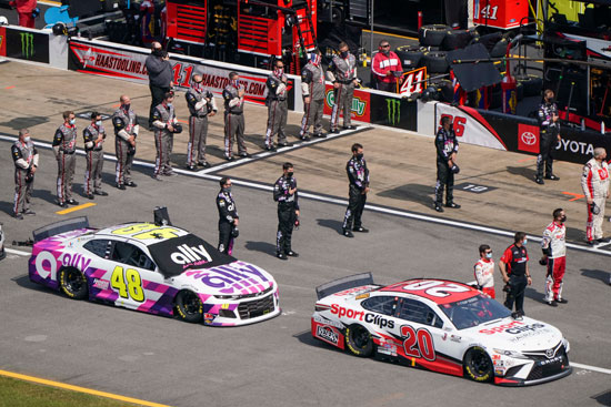 2020-10-04T234012Z_394824280_NOCID_RTRMADP_3_NASCAR-YELLAWOOD-500