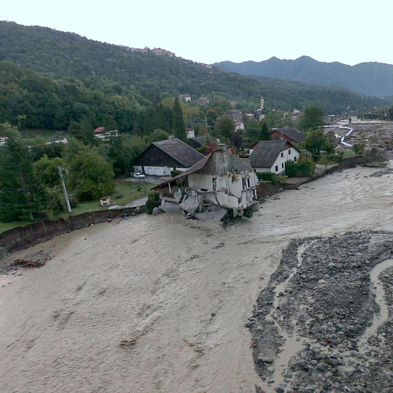 أثار الفيضانات فى فرنسا