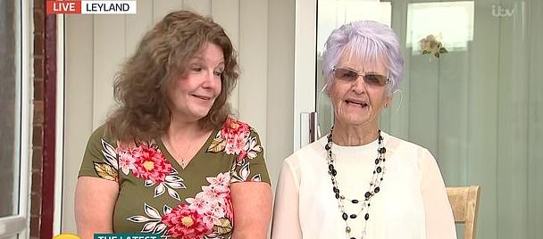 الجدة وأبنتها فى برنامج تلفزيونى